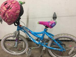Vélo 18 pouces avec casque