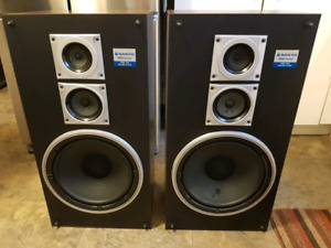 Sanyo Stereo Speakers