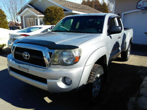 Pick-up 2011 Toyota Tacoma 4x4 - 110 000 km. Super propre !