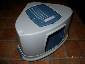 Like New Very Large Unusual Cat Litter Pan (or Bed)