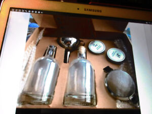 THE HOMEMADE GIN KIT Tout pour faire votre propre gin NEUF