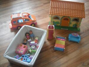 large Dora house, van and accessories