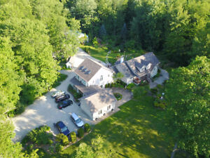 Luxurious 5 Acre Country Estate 30 Minutes From Waterloo!