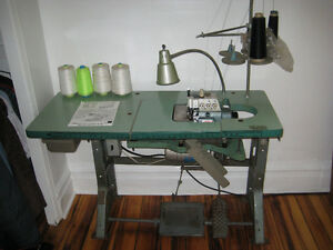 Comercial Sewing Machine Serger