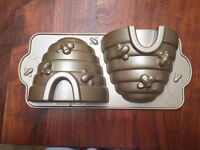 Nordic ware honey bee baking tin - brand new