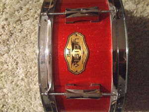Pearl maple snare drum