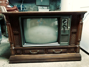 "ELECTROHOME VINTAGE 24"" COLOUR TV CONSOLE 40 YEARS OLD"