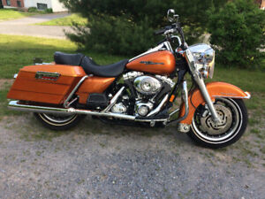 2007 HARLEY DAVIDSON ROAD KING WITH ONLY 5713 ORIGINAL KMS.