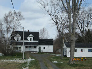 Waterfront +7.5 acres+House+barn