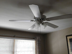 Lighted Ceiling fan, 5 blades and 3 lights, 48 inches