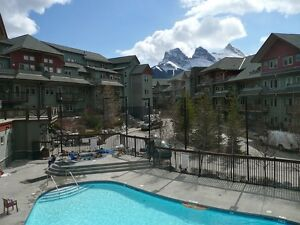 Beautiful Canmore - 2 BR Condo/3 hot tubs/Heated Outdoor pool