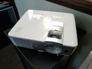 """Benq 1075HT Projector, 3D Glasses and 130"""" Elune Vision Screen"""