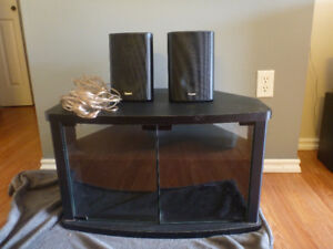 2 Quest Speakers + lots of speaker wire, Salmon Arm