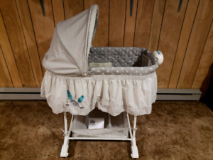 Bunny Bily Rocking Bassinet.