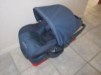 Eddie Bauer Car seat with base in great conditions