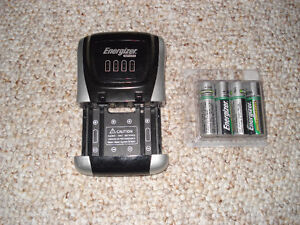 Energizer Charger with 4 AA Batteries Kitchener / Waterloo Kitchener Area image 1
