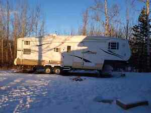 2006 Golfstream Conquest 5th wheel with bunks and slideout