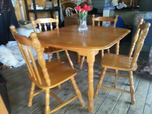 MAPLE HARDWOOD TABLE SET -FREE DELIVERY