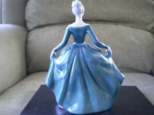 "Royal Doulton Figurine - "" Regal Lady "" HN 2709 Kitchener / Waterloo Kitchener Area image 3"