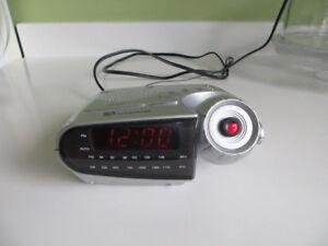 Radio-réveil avec projecteur