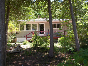 Waterfront Cottage Between Kincardine and Port Elgin