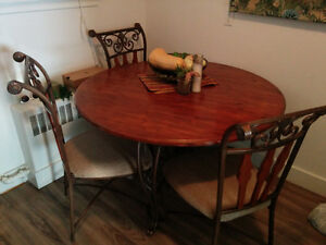 4 Person Round Kitchen Table