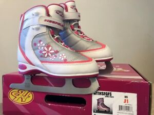 Girls Ice skates J1 in perfect condition