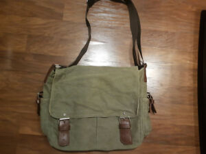 Calvin Klein messenger bag (army green)