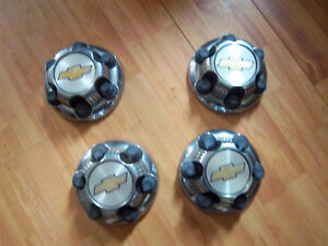 6bolt pattern fullsize chevy/ gmc both style centercaps1999/2007
