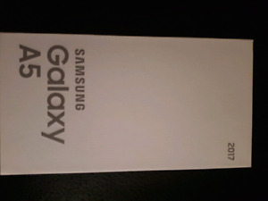 BNIB never opened Galaxy A5 32GB from Telus Gloss Black