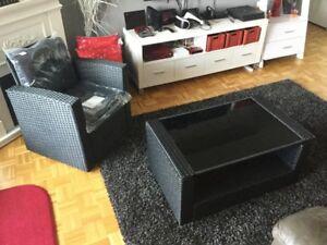 Duo neuf  Table vitrée + fauteuil avec cousins - 200$