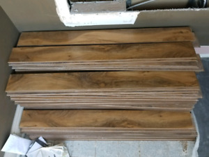 LAMINATE perfect deal !!! Over 800 sq ft 12.7 mm 500$ firm