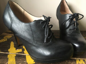 New Aldo Leather Ankle Boots size 7