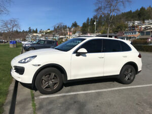 2011 Porsche Cayenne V6 - Immaculate Performance SUV