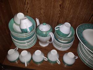 Gros set de vaisselles ANTIQUE en or 22 carats 75 MCX env.