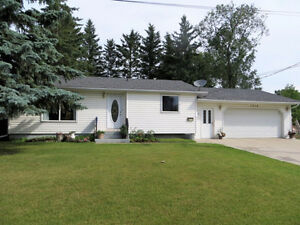 Bungalow, double garage beside playground-Portage la Prairie