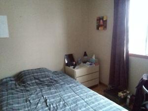 Fabreville/Chambre à louer dans maison de chambres