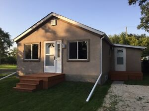 This Move-in Ready 3 bed, 2 bath, 975 sqft Bungalow shows AAA+++