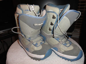 """Used Women & Youth """"Vision"""" Snowboard Boots Size 7 London Ontario image 2"""
