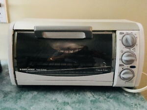 Black and Decker Microwave Oven - ALMOST NEW Hardly Used