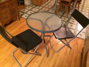 Table et 2 chaises d'extérieures
