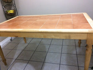 Strong table and very clean.for sale Windsor Region Ontario image 2