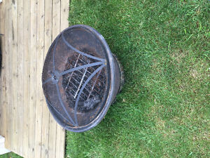 Outdoor fire pit (used 2 times)