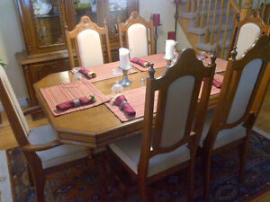 Dining Table 6 Chairs and Hutch Kitchener / Waterloo Kitchener Area image 2