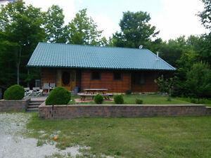 Beautiful Log Cottage on 23 acres Perfect for the Hunter!