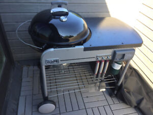 Weber Performer Deluxe 22-inch Charcoal BBQ