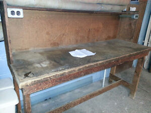 Work Bench with top shelve & 2 elect. receptacles
