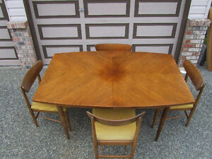 Solid wood dining set/ 4 chairs 3 leaves 1950/1960's