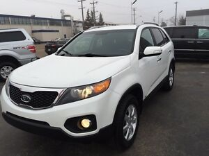 2012 KIA  SORENTO AWD, A STEAL AT 12995