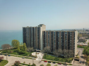 EXECUTIVE LAKEFRONT CONDO IN FRIENDLY STONEY CREEK!
